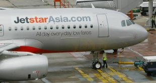 A ground staff checks a Jetstar Asia Airbus A320 plane before its departure at the Terminal One of Changi International Airport in Singapore, 13 December 2004. Jetstar Asia takes to the skies for the first time when its maiden flight to Hong Kong departs Singapore's Changi airport 13 December.  AFP PHOTO/ ROSLAN RAHMAN / AFP / ROSLAN RAHMAN        (Photo credit should read ROSLAN RAHMAN/AFP/Getty Images)